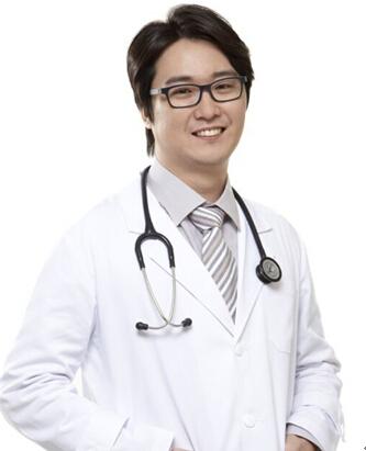 韩国维茵整形郑义荣院长入驻雅美韩国中心
